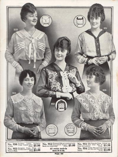 """Fünf exquisite Damenblusen der oberen Preisklasse aus Georgette Krepp, Seiden Crêpe de Chine, geblümtem Seiden-Netzstoff. Die unteren beiden Blusen sind mit """"Cluny"""" und """"Torchon"""" Spitze (No. 953) sowie cremefarbenem Netz und Spitzenstoff (No. 954) versehen. Biesen, kontrastierende Farbkombinationen, Stickereien und Hohlnähte sind an den Blusen zu finden."""