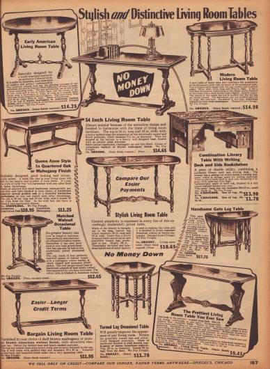 Tische und Beistelltische in schlichten amerikanischen Kolonialstilen mit Drechselarbeiten für Wohnräume oder kleine Privatbibliotheken. Die Hölzer sind Mahagoni oder Walnuss.
