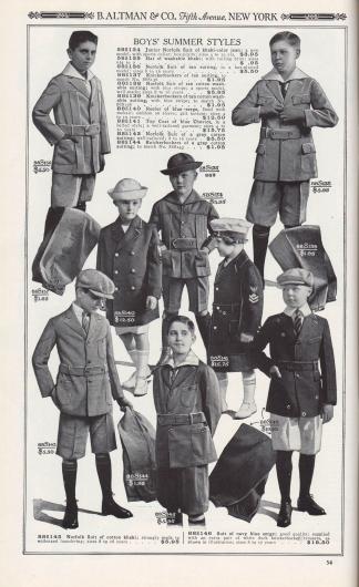 B. ALTMAN & CO., Fifth Avenue, NEW YORK.  SOMMERKLEIDUNG FÜR JUNGEN.  58S134: Norfolk-Anzug für Jungen aus khakifarbenem Jeansstoff; ein neues Modell, mit Sportkragen; eingearbeitete Kellerfalten; Größen 4 bis 10 J. … 3,95 $. 58S135: Hut aus waschbarem Khaki; mit hochgerollter Krempe; Größen 6⅜ bis 7… 0,95 $. 88S136: Norfolk-Anzug aus hellbraunem Anzugstoff, Modell mit typischen, eingearbeiteten Kellerfalten; Größen 8 bis 16 Jahre… 5,50 $. 88S137: Knickerbockerhosen aus hellbraunem Anzugstoff, passend zu Nr. 88S136… 1,95 $. 88S138: Norfolk-Anzug aus hellbraunem, waschbarem Baumwoll-Anzugstoff; mit blauem Streifen; ein Sportmodell, gut verarbeitet; Größen 8 bis 16 Jahre… 5,95 $. 88S139: Knickerbocker aus hellbraunem, waschbarem Baumwoll-Anzugstoff, mit blauem Streifen; passend zu Nr. 88S138… 1,95 $. 88S140: Seemannsjacke aus blauem Serge, mit Mohair-Wolle gefüttert; Emblem am Ärmel; vergoldete Knöpfe; Größen 4 bis 10 Jahre… 12,50 $. 88S141: Mantel aus blauem Cheviot, mit Gürtel; ein gut geschnittenes Kleidungsstück; Größen 4 bis 10 Jahre… 15,75 $. 88S143: Norfolk-Anzug aus grauem Baumwoll-Anzugstoff; gut geschnitten; 8 bis 16 Jahre… 5,50 $. 88S144: Knickerbocker aus einem grauen Baumwollanzug; passend zu Nr. 88S143… 1,95 $. 88S145: Norfolk-Anzug aus khakifarbener Baumwolle; bestens waschbeständig; Größen 8 bis 16 Jahre… 5,95 $. 88S146: Anzug aus marineblauem Serge; gute Qualität; wird mit einem zusätzlichen Paar weißer Knickerbocker-Hosen aus Kanevas geliefert, wie in der Abbildung gezeigt; Größen 8 bis 17 Jahre… 19,50 $.  [Seite] 54