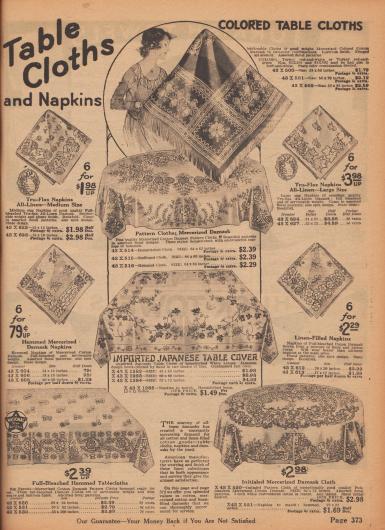 """""""Tischtücher und Servietten – Farbige Tischtücher"""" (engl. """"'Table Clothes and Napkins – Colored Table Clothes""""). Bunt und floral gemusterte Tischdecken, Tischtücher und Servietten aus Leinen-Damast der Marke Tru-Flax, merzerisiertem Baumwoll-Damast und Damast. Tischtücher und Stoff-Servietten sind in unterschiedlichen Größen und Maßen erhältlich. Unten mittig wird eine importierte japanische Tischdecke mit Hohlsaumstickerei angeboten."""