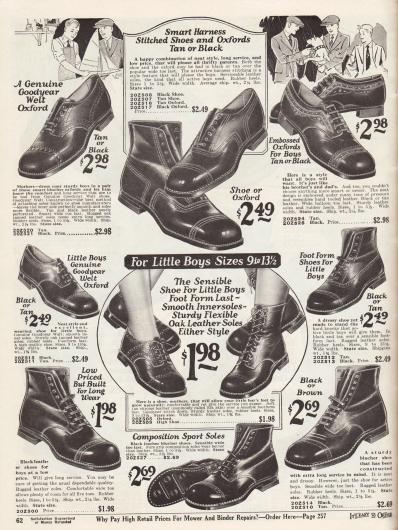 """Halbschuhe und Stiefeletten wahrscheinlich aus Kalbsleder für kleinere und größere Jungen. Gezeigt werden überwiegend Derby Modelle und einzelne Oxford Schuhe. Leichte, dezente Ziernähte, ein Schuhpaar mit Prägung (oben rechts) und Lochlinienverzierungen (Perforationen) sorgen für Abwechslung unter den einzelnen Modellen. Die Schuhe für kleine Jungen unten sind mit extra weichen Sohlen versehen. Die Schuhe sind Rahmenvernäht (""""Goodyear welted"""")."""