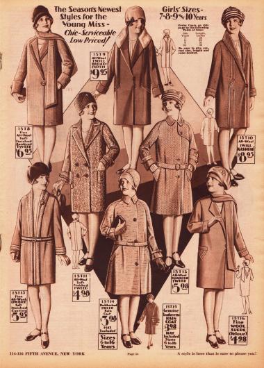 """Acht Mäntel aus Woll-Tweed, Woll-Breitgewebe, Woll-Kasha, """"Ombré Sport Coating"""" (Wollstoff in mehreren kontrastierenden Farbtönen) und Woll-Veloursleder für Mädchen zwischen 7 und 10 Jahren. Vor allem Biesen und schmale Randborten dienen als Verschönerung der Modelle. In der unteren Reihe mittig befindet außerdem sich ein Regenmantel aus gummiertem Tweed für 6 bis 16 Jahre alte Mädchen."""