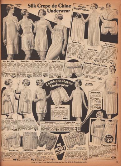"""""""Unterwäsche aus Seiden-Crêpe de Chine"""" (engl. """"Silk Crepe de Chine Underwear""""). Unterwäsche aus hochwertigem, glänzendem Seiden-Crêpe de Chine, Rayon (Viskose) oder auch Breitgewebe für normalgewichtige und beleibtere Damen und junge Frauen. Angeboten werden knielange Unterröcke und Unterhemden, Bustiers, Schlupfhöschen, einteilige Hemdhöschen-Kombinationen, Schlupfhöschen und zwei lange Nachthemden. Unten wird Unterwäsche für zwei bis 14-jährige Mädchen angeboten (engl. """"Children's Rayon Underwear""""). Hier finden sich lange Unterhemden aus Nainsook (leichter Baumwollmusselin), Flanell oder Rayon, einteilige Hemdhöschen und Pumphöschen aus Rayon oder auch Unterhemden mit Knopffront für Kleinkinder."""