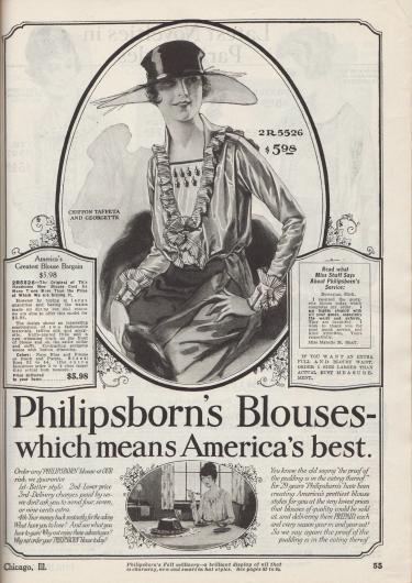 """""""Philipsborn Blusen – die besten in Amerika"""" (engl. """"Philipsborn's Blouses – which means America's best""""). Beginn der Abteilung für Damenblusen mit den Hinweisen auf beste Mode als irgendwo sonst, niedrigere Preise, versandkostenfreie Bestellungen und Geld-zurück-Garantie bei Nichtgefallen (siehe unten). Oben: Bluse aus Chiffon-Taft und Georgette zum Preis von 5,98 Dollar. Matrosenkragen, Ausschnitt und Manschetten sind mit einer feinen Plissee-Rüsche ausgestattet. Der farblich abstechende Westeneinsatz bzw. Plastron ist von Knöpfen garniert. Die Bluse ist wahlweise in den Farben Marineblau mit Biskuit oder Schwarz mit Lila bestellbar."""