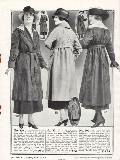 Frühjahrsmäntel für Damen aus Seiden-Taft, Seiden-Popeline sowie Woll-Popeline. Der erste Mantel ist ungefüttert und insgesamt recht schlicht in der Aufmachung. Dem folgenden Mantel wurde eine weitere Lage Stoff an Ärmeln, Kragen und Rücken aufgenäht. Das Rückenteil wird vorne zusammengeführt und fungiert als Gürtel. Der letzte Mantel zeigt einen weiten Schnitt, was durch den starken Faltenwurf in der Taille ersichtlich wird. Der Mantel wird deshalb auch für werdende Mütter empfohlen.