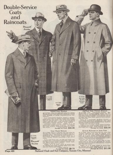 """""""Zweifach nutzbare Mäntel und Regenmäntel"""" (engl. """"Double-Service Coats and Raincoats""""). Bei Sonnenschein und Regenwetter tragbare Paletot und Regenmäntel für Herren aus Oxford grauem, gekämmtem Woll-Baumwollstoff mit wasserabweisender Imprägnierung (Markenbezeichnung """"Cravenette"""" Stoff), Cheviot-Wolle, kariertem und gummiertem Baumwollgewebe ähnlich Tweed oder oliv-graubraunem Bombasine.  41X701: Imprägnierter Paletot Mantel in mittelschwerer Qualität mit verdeckter Knopfleiste, Taschenpatten und gefütterten Ärmeln und Schulterpasse. 41X702: Großzügig geschnittener, einreihiger Herrenmantel (""""Balmarue Coat"""") mit Venetian (?) gefütterter Schulterpasse und Ärmeln. 41X703: Einreihiger Mantel in weitem Schnitt mit konvertierbarem Kragen und aufgesetzten Taschen mit Patten. 41X704: Vollständig wasserdichter, doppelreihiger Regen- und Automantel mit schräg eingelassenen Taschen und konvertierbarem Kragen."""