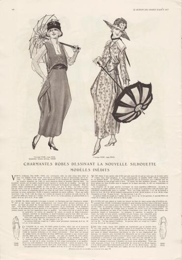 """""""Reizende Kleider zeichnen die neue Silhouette der ganz neuen Modelle nach"""" (frz. """"Charmantes robes dessinant la nouvelle silhouette modèles inédits""""). 9340, 9316 & 10649: Kleidkombination in Altblau bestehend aus Bolero-Bluse und Rock. Die Ärmel der Bolero-Bluse sind aus Voile (Schleierstoff). Der Bolero, der mit Soutache-Stickerei nach dem Abplättmuster 10649 versehen ist, wird seitlich über einen großen Knopf geschlossen. Ein großer Knopf dient ebenfalls zur Befestigung der weit ausladenden Taschen des Tonnenrocks. Für das Kleid werden die Stoffkombinationen von Leinen oder Baumwoll-Popeline wahlweise mit Batist, Baumwoll-Voile, Shantung oder Seiden Krepp empfohlen. Für ein Herbstmodell ist die Kombination von kariertem Serge oder Gabardine mit Satin oder Taft besonders geeignet. 9350 & 9316: Ausgefallenes Sommerkleid aus geblümtem Foulard bestehend aus Bluse und Rock. Das Kleid zeigt die neue Linie mit drapiertem Tonnenrock. Die jackenartige Bluse ist mit einer Einfassborte dekoriert und wird über einen Knopf mit Quaste geschlossen. Weißer überlappender Schulterkragen mit Hohlnähten. Zum Schneidern des Kleides sind Satin, Charmeuse, Crêpe Meteor, Shantung oder Serge und Gabardine besonders geeignet."""