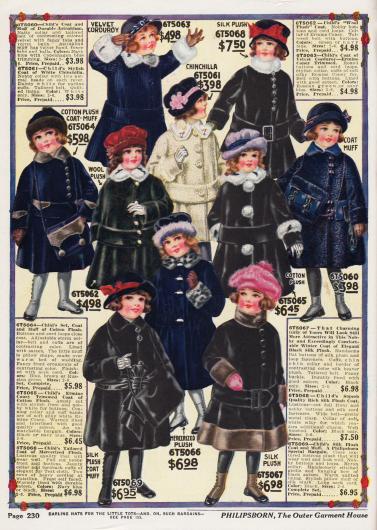 Wadenlange Wintermäntel für Mädchen von 2 bis 6 Jahren. Baumwoll-Plüsch, Woll-Plüsch, Samtkord, Chinchilla, Seiden-Plüsch, Astrachan, Seiden-Plüsch, merzerisierter Plüsch sind die Stoffe und Pelze aus denen die Mäntel gefertigt sind. 3 Mäntelchen können mit den passenden Muffen bestellt werden.
