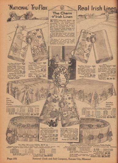 """""""'National' Tru-Flax – Echtes irisches Leinen"""" (engl. """"'National' Tru-Flax – Real Irish Linen""""). Bunt gemusterte und farbige Tischdecken für runde und eckige Tische in verschiedenen Größen sowie Stoff als Meterware aus echtem importiertem irischen Leinen oder Leinen-Damast der Marke Tru-Flax. Oben rechts befindet sich einfarbiges Leinen-Damast zur Herstellung von Stoff- bzw. Tischservietten. Die Breite der Meterware beträgt 70 Inch (also 177,8 cm). Die Preise beziehen sich auf ein Yard Länge (91,44 cm) und liegen zwischen 1,89 und 3,98 Dollar."""