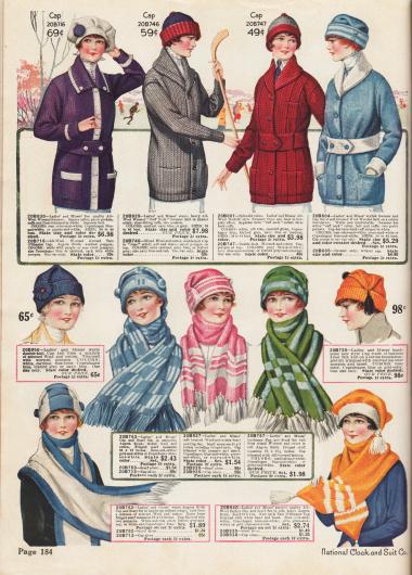Stickjacken (Cardigans) mit Taschen, Schalkragen und gestrickten Gürteln sowie Schals und Strickmützen für Damen. Die Strickjacken oben sind aus Wolle hergestellt, während die farblich aufeinander abgestimmten Mützen und Schals unten aus Wolle und Baumwolle gearbeitet wurden.