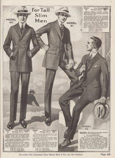 """""""Für große, schlanke Männer"""" (engl. """"For Tall Slim Men""""). Elegante Sakkoanzüge speziell für schlanke Herren, die größer sind als 6 Feet (fast 1,83 m), mit länger gearbeiteten Hosen sowie entsprechend proportionierten Sakkos und Westen.  Modell 40: Doppelreihiger, schicker Straßenanzug mit abnehmbarem Gürtel, steigenden Revers und eingelassenen Schlitztaschen. Das Modell kann wahlweise aus Kammwolle mit unscharfem Heringsmuster in den Farben Marineblau (41X570), Dunkelgrau (41X571) oder Dunkelbraun (41X572) geordert werden. Modell 41: Einreihiger, eleganter Straßen- und Geschäftsanzug, der aus Woll-Baumwoll-Mischgewebe geschneidert ist. Der Stoff zeigt unscheinbar eingewebte Nadelstreifen und ist in den Farben Marineblau (41X573), Dunkelgrün (41X574) oder dunklem Oxfordgrau (41X575) bestellbar. Anzugjacke mit Taillenabnäher, Taschenklappen, einer kleinen Wechselgeldtasche und steigendem Revers. Futter aus Alpakawolle. Modell 42: Modischer, einreihiger Geschäfts- und Büroanzug aus unbehandelter Kammgarnwolle mit leichtem Nadelstreifenmuster, erhältlich in den Farben Marineblau (41X576), Dunkelgrün (41X577) oder Dunkelbraun (41X578). Modell wird mit einer Weste geliefert, die auf fünf Knöpfe schließt. Eingearbeitete Taschen mit Klappen sowie schräge Brusttasche für ein Stecktuch."""