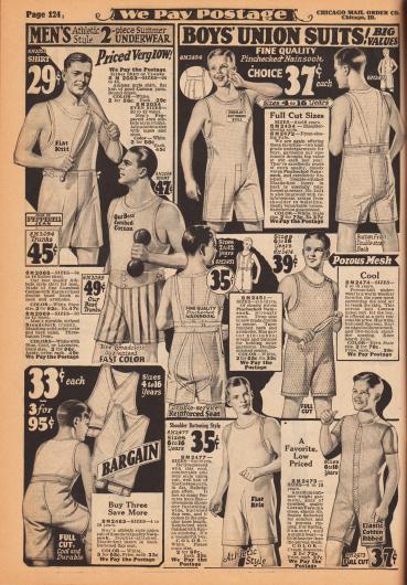 """Einteilige, ärmellose bzw. kurzärmelige Hemdhosen und athletische Unterwäsche mit kurzen Beinen sowie Front- oder Schulterknopfleiste für Jungen und Männer. Die zweiteilige athletische Unterwäsche ist für sportliche Aktivitäten ideal. Die Herren- und Jungenunterwäsche ist aus """"Pepperell Jean"""" (gekämmte Baumwolle), Breitgewebe oder fein kariertem Nainsook (besonders leichter Musselin, Baumwollgewebe) hergestellt."""