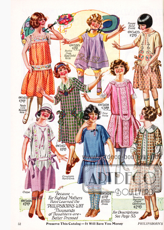 """Seite mit sechs Kleidchen für Mädchen im Alter von sieben bis 14 Jahren aus Normandie Schleierstoff, Baumwoll-Krepp, handbesticktem Gingham, Schleierstoff und Spitze, besticktem Pongee (Seide) und nochmals Baumwoll-Krepp. Dazu finden sich oben und unten mittig zwei """"bloomer dresses"""" für kleine Mädchen von zwei bis sechs Jahren. Bei diesen sehr weit geschnittenen Kleidchen trägt das Kind unter dem Rock ein knielanges Höschen."""