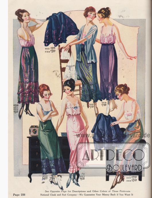 """Petticoats (Unterröcke) aus changierendem Seiden-Taft, Wasch-Satin, Seiden-Jersey oder """"National Silotta"""" (alternativer Stoff für normalerweise für Petticoats verwendete Taft-Seide mit Seiden-Optik, aber in strapazierfähiger Baumwoll-Qualität). Die Säume der Petticoats sind mit mehreren Reihen Rüschen und Plisseerüschen oder einem großzügig angesetzten Volant ergänzt. Auch Akkordeon-Plissee oder Schnurstickerei bzw. Biesen dienen der Erweiterung des Saums. Ein elastisches Taillenband erleichtert das Anziehen und erhöht gleichzeitig den Tragekomfort."""