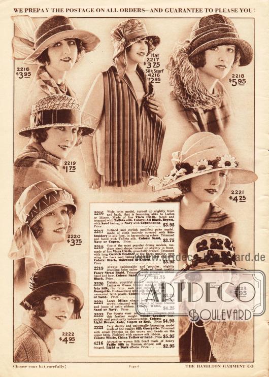 Acht Sommerhüte für Damen mit breiten oder mittelbreiten, teilweise umgeschlagenen Krempen. Die Hüte sind aus Visca Stroh und Seiden-Taft, Rohseide, grobem Stroh, Taft-Seide und Seiden-Georgette, Mailänder Stroh sowie Wildleder (2222).Als Aufputz der Hüte dienen größere und kleinere Schleifen, eine große seitliche Straußenfeder-Applikation, Ripsbänder, ein feiner Seidenschal und Perlen (2220), große Gänseblümchen aus Stoff und kleine Schleifen aus Satin sowie Stoffmohnblumen und Perlen. Außerdem wird in der oberen Bildmitte ein breiter Schal aus Faille-Seide mit römischen Streifen präsentiert.
