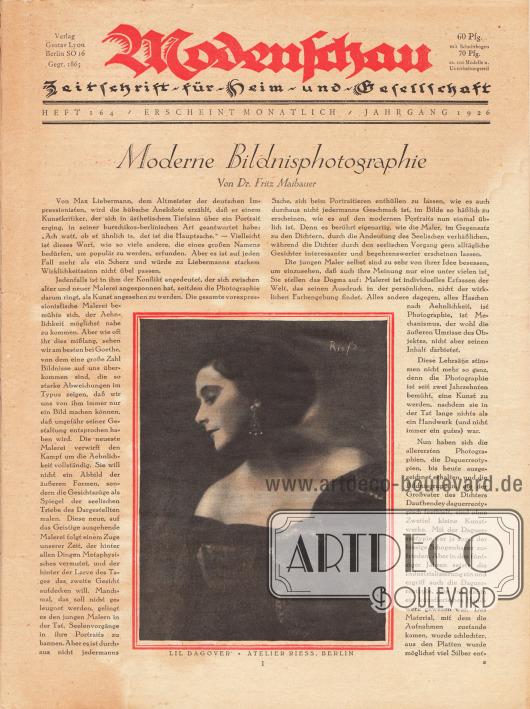 Titelseite der Modenschau Nr. 164 vom August 1926. Artikel: Maibauer, Dr. Fritz, Moderne Bildnisphotographie. Im unteren Zentrum der Seite wird eine Fotografie der deutschen Filmschauspielerin Lil Dagover (1887-1980) präsentiert. Foto: Atelier Riess, Berlin (Frieda Gertrud Riess, 1890-ca.1955).