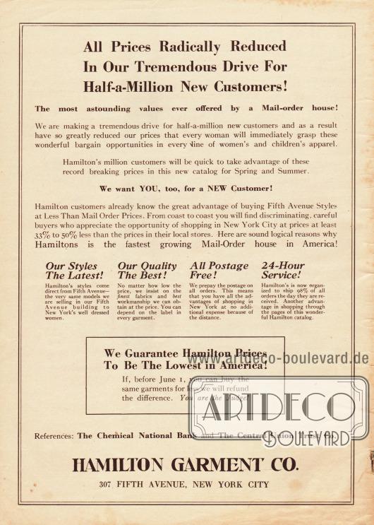 """""""Alle Preise radikal reduziert in unserer ungeheuren Kampagne zur Gewinnung einer halben Million neuer Kunden!"""" (engl. """"All Prices Radically Reduced In Our Tremendous Drive For Half-a-Million New Customers!"""").Im Kampf um neue Kunden weist Hamilton Garment auf die eigenen Stärken hin: neuste Mode, beste Qualität, vorbezahlte Versandkosten und 24-Stunden-Service. Zudem wird eine Garantie abgegeben, dass Hamiltons Preise die niedrigsten sind. Falls das gleiche Kleidungsstück woanders zu einem günstigeren Preis angeboten wird, wird die Differenz erstattet.Hamilton Garment Co., 307 Fifth Avenue, New York City."""