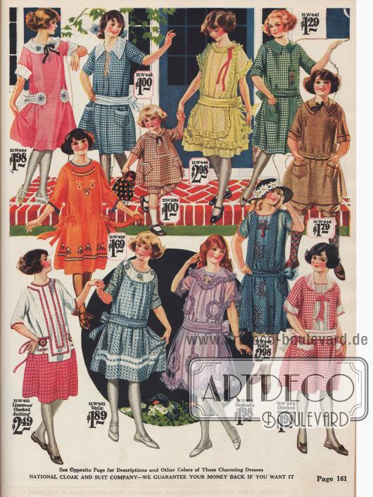Kleider für Mädchen im Alter von 7 bis 14 Jahren aus Leinen, Gingham, Organdy, Schleierstoff und Baumwolle. Ein braunes Knickerbockerkleidchen (oben rechts) und ein weites Kleidchen mit Höschen für kleine Mädchen (Mitte oben) fallen aus dem Rahmen.