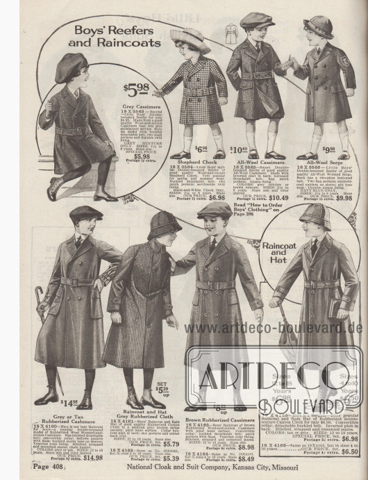 """""""Marine- und Regenmäntel für Jungen"""" (engl. """"Boys' Reefers and Raincoats""""). Doppelreihige Marinemäntel oben aus Woll-Baumwoll-Kaschmir, reiner Kaschmirwolle, schottisch kariertem Woll- und Baumwollgewebe oder gekämmter Woll-Serge für 2½ bis 8-jährige Jungen. Drei Modelle mit Gürtel, eines mit Stickerei auf dem Oberarm. Unten befinden sich zwei ein- und zwei zweireihige Regenmäntel aus gummierter Baumwoll-Kaschmirwolle, gummiertem Baumwollstoff oder gummiertem Kanton-Gewebe (?) für 4 bis 18-jährige Jungen. Ein Modell mit passender Regenhaube."""