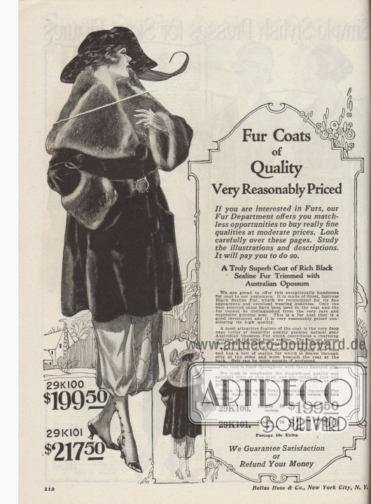 """""""Pelzmäntel von Qualität. Sehr preisgünstig.  Wenn Sie sich für Pelze interessieren, dann bietet Ihnen unsere Pelzabteilung unvergleichliche Möglichkeiten wirklich feine Qualitäten zu moderaten Preisen zu erwerben. Schauen Sie sich diese Seiten genau an. Studieren Sie die Abbildungen und Beschreibungen. Es wird sich für Sie lohnen"""" (engl. """"Fur Coats of Quality. Very Reasonably Priced.  If you are interested in Furs, our Fur Department offers you matchless opportunities to buy really fine qualities at moderate prices. Look carefully over these pages. Study the illustrations and descriptions. It will pay you to do so"""").  29K100 / 29K101: Opulenter und exquisiter Kurzmantel aus seidig schimmerndem, schwarzem """"Sealine Fur"""" (auf Robben- bzw. Seehundfell geschorenes und gefärbtes, australisches Kaninchenfell), zum Preis von 199,50 Dollar bei 30 Inch Länge (76,2 cm) oder 217,50 Dollar bei 36 Inch Länge (91,44 cm), für Damen. Tiefer, breiter Cape-Kragen und dicke Manschetten aus hellgrauem, australischem Opossum. Pelzmantel im weiten Schnitt mit grazilem Faltenwurf sowie Pelzgürtel. Als Futter dient bunt gemusterter Seidenstoff."""