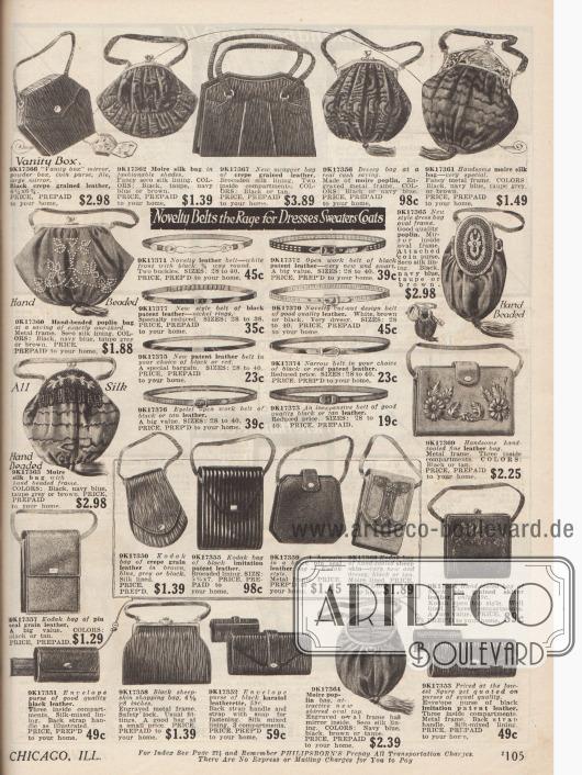 """Damenhandtaschen und Geldbörsen in verschiedensten Größen und Formen aus Leder, Popeline und Seide. Manche Taschen sind bestickt, andere mit Perlen verziert, haben Quasten oder besitzen Metallrahmen für den Verschluss. Kleinere Vanity Bags (dt.: Kosmetikbeutel) haben teilweise eingearbeitete Spiegel. Im Zentrum des Bildes befinden sich schmale Gürtel mit Metallverschlüssen aus Leder und Lackleder. Darunter stehen handliche Taschen für Fotoapparate (""""kodak bags"""") zur Auswahl."""
