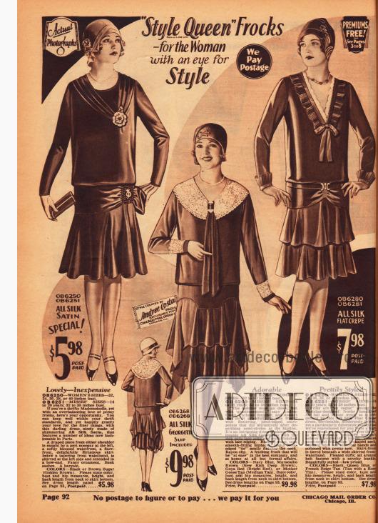 Kleider mit glockig geschnittenen Röcken und Volants aus reinem Seiden-Satin, Seiden-Georgette und Seiden Krepp. Das Kleid in der Mitte ist mit Ärmelaufschlägen und einem breiten Kragen aus Écru-Spitze geschmückt und zeigt krawattenartige Schleifenenden.