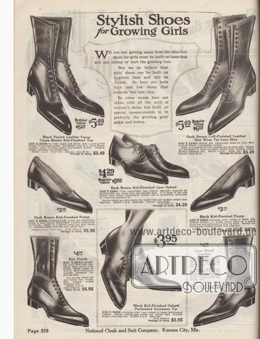 """""""Modische Schuhe für heranwachsende Mädchen"""" (engl. """"Stylish Shoes for Growing Girls""""). Schnürstiefel, Pumps und Oxfords aus Chevreauleder (Ziegenleder), Kalbsleder oder metallgrau gefärbtem Leder für Mädchen bis ca. 13 Jahre. Die Schuhe zeigen die modischen, spitzen Schuhkappen, zurückhaltende Lochlinien und niedrige Absätze."""