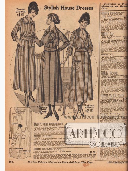 """""""Modische Hauskleider"""" (engl. """"Stylish House Dresses""""). Drei günstige Haushaltskleider (engl. """"House or Porch Dresses"""") für 1,98 bis 2,98 Dollar aus gestreiftem Perkal, Chambray oder kariertem Gingham. Alle Kleider sind mit praktischen Taschen versehen."""