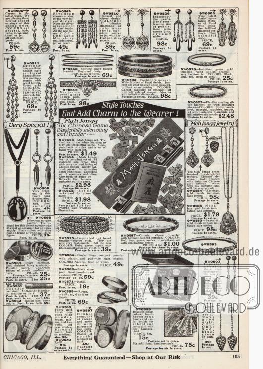 """Doppelseite mit Modeschmuck, wie z.B. Knopf-Ohrringen und langen Ohranhängern, Armbändern, Armreifen und Ringen, Halsketten, Schärpen sowie Medaillons aus Metallen und Glas. Unten mittig zeigen sich Kosmetikartikel wie Lippenstifte, Puderdosen mit integrierten Spiegeln, Kajal, Rouge und ein Fingernagel-Pflegeset mit Nagelhautentferner und Nagelfeile der Marke """"Cutex"""". Um 1924 entwickelte sich das nach Amerika gebrachte Spiel Mahjong (engl. """"Mah-Jongg"""") zu einer regelrechten Modehysterie, so dass auch das Versandhaus Philipsborn's dieser Modewelle Rechnung trug, indem es auch hier in seinem Angebot das Spiel vertrieb. Rechts daneben befindet sich auch passender Mahjong Modeschmuck. Bezug zum Spiel wird nochmals auf Seite 128 genommen."""