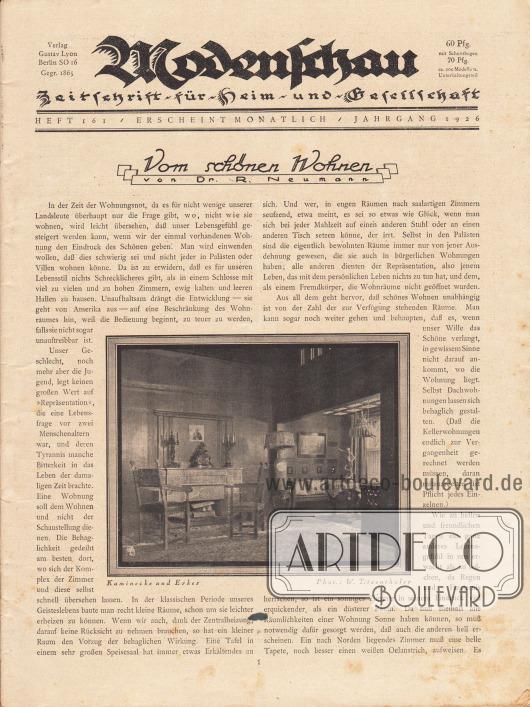 """Titelseite der Modenschau Nr. 161 vom Mai 1926.  Artikel: Neumann, Dr. R., Vom schönen Wohnen. Die Fotografie zum Artikel zeigt einen Wohnraum mit der Bildunterschrift """"Kaminecke und Erker"""". Foto: Waldemar [Franz Hermann] Titzenthaler (1869-1937)."""