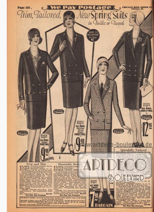 """""""Gepflegt, geschneidert, neue Frühjahrskostüme aus Twill oder Tweed"""" (engl. """"Trim, Tailored, New Spring Suits in Twills or Tweed""""). Die hier gezeigten herrenmäßig geschneiderten Kostüme für Damen sind aus unifarbener oder gestreifter Poiret-Wolle, Woll-Tweed und Woll-Kord. Die Jacken sind zweireihig und werden auf zwei – bei einem Modell auf drei – Knöpfe geschlossen. Drei der Kostümjacken sind mit glänzender Einfassborte versehen und ebenfalls drei mit Einstecktuch-Brusttasche. Alle Modelle haben eine garantierte Haltbarkeit für zwei Saisons."""
