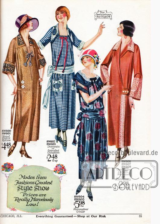 """Sehr günstige Sommerkleider aus handbesticktem Ratine, Gingham, """"pompadur voile"""" (dt. Schleierstoff) und Linon (mittel- und feinfädige Baumwolle), Ratine oder reinem Leinen. Das dritte Kleid zeigt eine Schürze mit einer abstehenden Plisseerüsche, die sich auch an Kragen und Ärmeln wiederfindet. Der Stoff ist mit sanften Blumenbouquets bedruckt. Rechts daneben präsentiert sich ein Mantelkleid in Braun-Orange mit opulenter Soutache (schmal geflochtene Besatzschnur)."""
