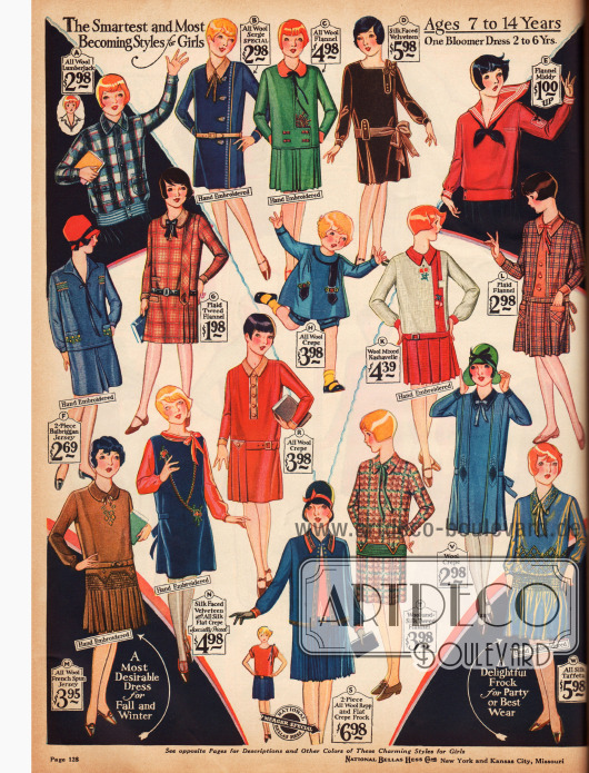 Kniekurze Kleidchen für 7 bis 14-jährige Mädchen aus Serge, Woll-Flanell, Seiden-Samt, Flanell, Woll-Kashavelle, Woll-Krepp, Tweed-Flanell, Jersey und Seiden-Taft.
