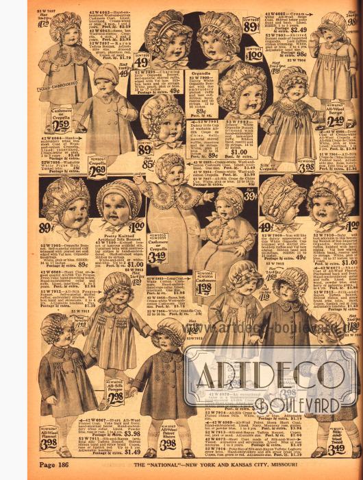 Babykleidung. Mäntel und Käppchen mit Rüschen, Schleifen und Bändchen für Babys.