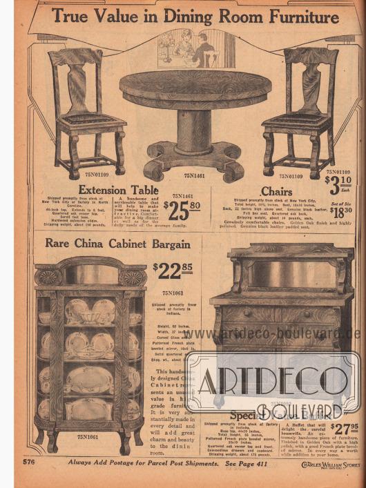 """""""Esszimmermöbel mit großem Wert"""" (engl. """"True Value in Dining Room Furniture""""). Oben wird ein ausziehbarer Esszimmertisch mit schwerem Standbein aus """"Quartered oak"""" (dt. """"Wagenschott Eiche"""" → spezielle Sägetechnik) mit den passenden Esszimmerstühlen mit lederbezogenen Sitzflächen ebenfalls aus Eichenholz angeboten. Unten links ist ein Porzellanschrank aus Wagenschott Eiche mit geschnitztem Spiegelaufsatz und Glastüren. Die Kanten und das Glas sind abgerundet. Rechts wird ein Buffet mit angeschrägtem Spiegelaufsatz, Schubfächern und Geschirrschrank angeboten."""