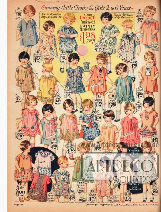 """Kleidchen mit Pumphöschen (engl. """"bloomer dresses"""") für kleine Mädchen von 2 bis 6 Jahren. Die Kleidchen sind aus Breitgewebe, Seidenstoffen, """"Peter Pan"""" Leinen, Batist, Barchent (grobes Mischgewebe aus Baumwolle und Leinen), Schleierstoff, Organdy, Rayon-Taft, Seiden Crêpe de Chine und Spitze. Viele Kleidchen sind bedruckt, aufwendig bestickt oder mit Rüschen und Schleifen garniert."""