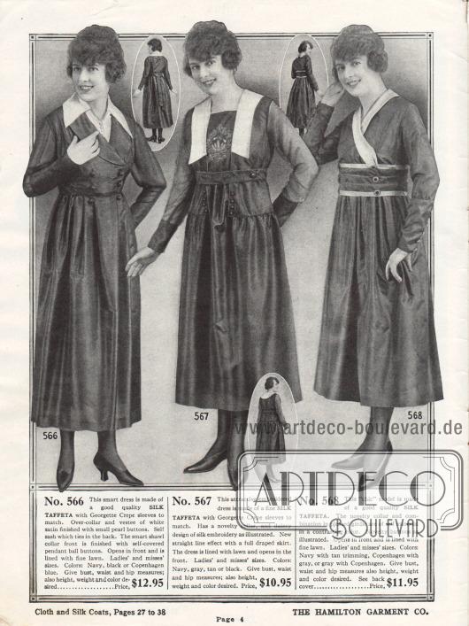 Drei Kleidermodelle für Damen aus Seiden-Taft im mittleren Preissegment. Alle Kleider zeigen eine farblich abstechende Kragengarnitur in Weiß und einzelne Reihen mit Zierknöpfen. Das mittlere Modell präsentiert des Weiteren eine zurückhaltende Stickerei auf der Brust.
