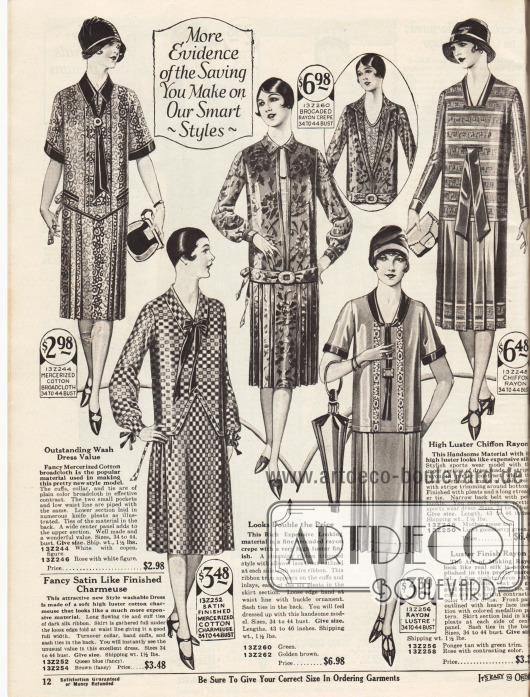 Sommerliche Damenkleider mit plissierten Röcken aus gemusterter, merzerisierter Baumwolle, Baumwoll-Charmeuse, Rayon Krepp mit brokatartiger Oberfläche, matt schimmerndem Rayon oder Chiffon-Rayon. Das erste Kleid zeigt eine Garnitur aus dunklem Breitgewebe, dunklen Paspeln und kleinen Taschen. Lange feine Schleifchen zieren Ausschnitt und Ärmel des zweiten Kleides. Das dritte Modell besitzt eine Gürtelschnalle sowie einen konvertierbaren Ausschnitt mit Brusteinsatz. Das Material des Einsatzes ist auch als mehrfaches Inlay am Rock zu finden. Das vierte Kleid zeigt eine dunkle Garnitur und ein Oberteil mit vertikalen Spitzenstreifen. Das fünfte Kleid ist ein Sportkleid dessen Kragen durch das Oberteil geführt ist und als Krawatte bis zur Hüfte fällt.