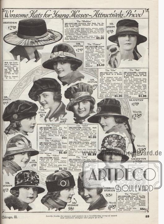 """""""Gefällige Hüte für junge Mädchen – zu attraktiven Preisen"""" (engl. """"Winsome Hats for Young Misses – Attractively Priced""""). Hüte aus Velvetta (wohl samtartiger Stoff), Biber-Plüsch (Webpelz), Samt, Cord (Kord), Khaki-Gewebe oder sogar Lackleder (ganz links unten, 3R10268M) für 8 bis 20-jährige Mädchen und junge Frauen. Unter den Modellen befinden sich ein Hut mit breiter Krempe aus transparentem Gewebe, Schottenmützen (engl. """"Tam-O-Shanter""""), ein Jockey Hut (3R10270M), Toques sowie ein militärisches Schiffchen (engl. """"Over-Seas hat"""", unten rechts, 3R10264M) mit einer Metallaufschrift mit dem Schriftzug """"Victory"""" (dt. Sieg). Als Aufputz der Hüte dienen Gebinde aus Kunstblumen und Blattwerk, Satinbänder sowie Ripsbänder mit Schleifchen, Bandschleifen, Pompons aus Kaninchenfell, künstliche Rosenknospen, lange Bändchen, Perlornamente oder auch Metallschließen."""