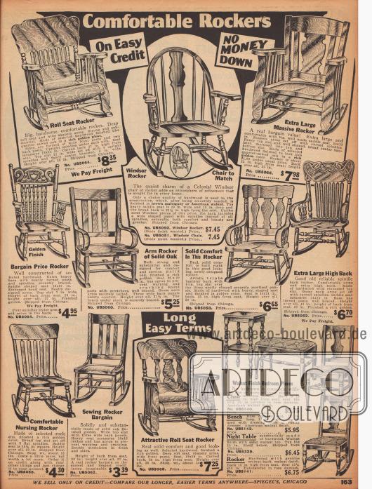 """""""Bequeme Schaukelstühle"""" (engl. """"Comfortable Rockers""""). Schaukelstühle in schlichteren und opulenteren Kolonialstilen aus diversen Harthölzern, Mahagoni oder Amerikanischem Walnussholz bzw. Nussbaumholz. Die nicht-gepolsterten Modelle sind alle mit einer ausgefrästen Sitzfläche versehen. Unten rechts eine Gruppe Kleinmöbel im gleichen Stil bestehend aus Beistelltisch, gepolstertem Hocker, Stuhl und Schaukelstuhl mit gedrechselten Stand- und Stuhlbeinen."""