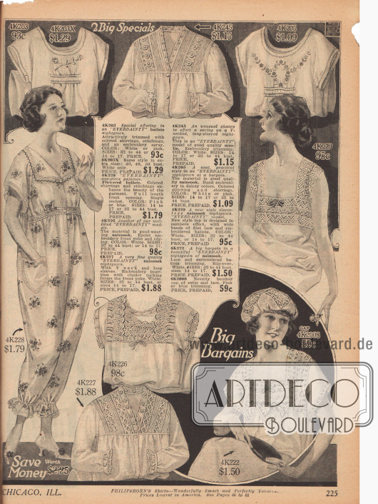 """Doppelseite mit hauptsächlich ärmellosen Nachhemden, passenden Hauben und zwei Pyjamas für Frauen. Batist und vor allem bedruckter und einfarbiger Nainsook (besonders leichter Musselin) mit Stickereien oder großzügiger Spitzenverarbeitung. Einer der Pyjamas – ein sog. """"Billie Burke"""" (Ziegfeld Follies Star, *1884-†1970) Pyjama – ist zweiteilig, der andere wird angezogen und über eine Knopfleiste geschlossen."""