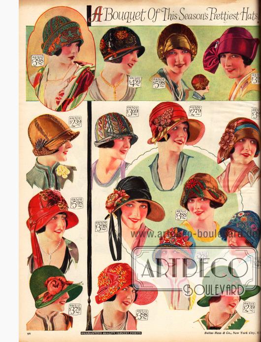 Farbenfrohe Hüte mit Blumengarnierungen.