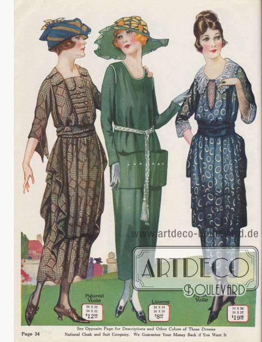 Nachmittags- und Sommerkleider aus gemustertem Baumwoll-Voile (Schleierstoff) oder Leinen. Das Kleid links weist ellenbogenlange, kurze, kimonoartig geschlitzte Ärmel auf und besitzt einen tiefen, mit Biesen bereicherten Westeneinsatz (Plastron). Seitliche wasserfallartige Drapierungen und die Tunika betonen die Hüfte. Stoffgürtel. Das mittlere Kleid in Grün besitzt weiße Paspelierung an Armlöchern und Ausschnitt. Aufgesetzter Stoff formt die 1920 so modischen, abstehenden Beuteltaschen, die mit Haarbiesen und Pfeilspitzen geziert sind. Weißer, geflochtener Gürtel mit Quasten. Das Tunikakleid für den Nachmittag in gemustertem Blau zeigt einen cremeweißen Spitzen-Einsatz sowie einen weißen Kragen aus krausem Netzstoff und Spitze. Derselbe Netz- und Spitzenstoff dient für die Aufschläge der halblangen Ärmel.