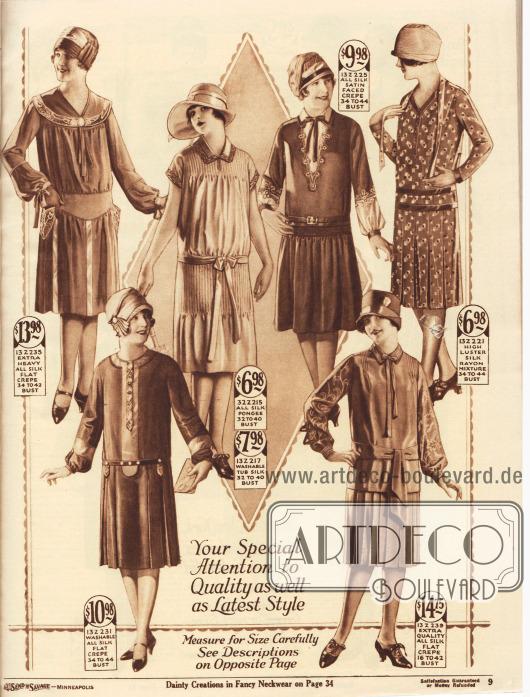 Sechs modische Damenkleider aus Seiden-Krepp, importiertem japanischen Seiden-Pongee oder Rohseide, Seiden-Satin Krepp sowie bedrucktem Seiden-Rayon-Mischgewebe.Ein Kleid im Kolonialstil mit breitem, besticktem Kragen, Medaillon sowie kleine mit Silberfäden bestickte Taschen am Kleid oben links. Zweites Modell mit kurzen Ärmeln und abgesteppter Schulterpartie und auch am Rockansatz. Das dritte Kleid zeigt Reihenziehung am Rockansatz sowie einen Einsatz und Unterärmel mit Stickerei. Das vierte Modell von links hat einen Rock mit Kellerfalten und ein doppeltes Taillenband.Schleifen und leichte Stickereien, leicht gepuffte Unterärmel sowie farblich abstechende Garnituren sind an den oberen und unteren Modellen zu finden.