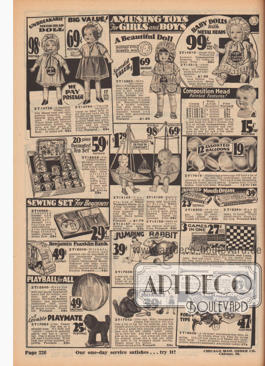 """""""Amüsantes Spielzeug für Mädchen und Jungen"""" (engl. """"Amusing Toys For Girls and Boys""""). Puppen mit Kleidchen und Perücken mit Schrei-Funktion und Köpfen aus Metall, Puppenköpfe, ein 20-teiliges Puppen-Teeservice, Babyschaukeln aus Kanevas mit Deckenaufhängung, 12 sortierte Luftballons, importierte Mundharmonikas mit vernickelten Gehäusen, ein Nähset für Anfänger, eine Spielzeugkasse bzw. Sparschwein (""""Benjamin Franklin Bank""""), ein Spielball aus Gummi, ein Spielhund aus Kaninchenfell, der auf ein Rollbrett montiert ist, ein hüpfender Hase und ein springender Affe, ein Brettspielset mit drei Spielen, eine Spielzeugpistole sowie ein Spielzeug-Flugzeug mit Propellern."""