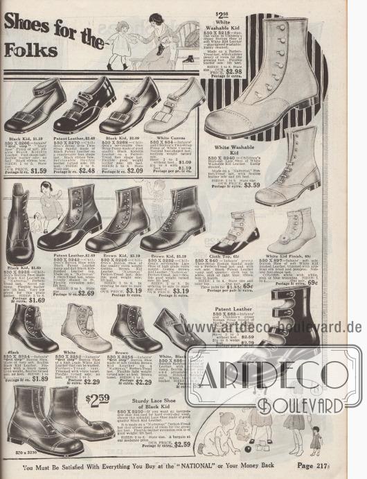"""""""Schuhe mit perfektem Profil für die kleinen Leute"""" (engl. """"[Perfect-Tread] Shoes for the [Little] Folks""""). Erste Babyschuhe zum Laufen lernen sowie Stiefelchen mit Verschlussknöpfen, """"Mary Jane"""" Pumps mit Knöchelschließe, Sandalen und römische Sandalen mit mehreren Verschlussriemen für Jungen und Mädchen bis maximal 4 Jahre. Die Schuhe sind aus Chevreauleder bzw. Ziegenleder, Lackleder oder Kanevas hergestellt und teilweise mit Schäften aus Stoff oder stumpfem Leder versehen. Flache Schleifen oder Quasten als Verschönerung."""
