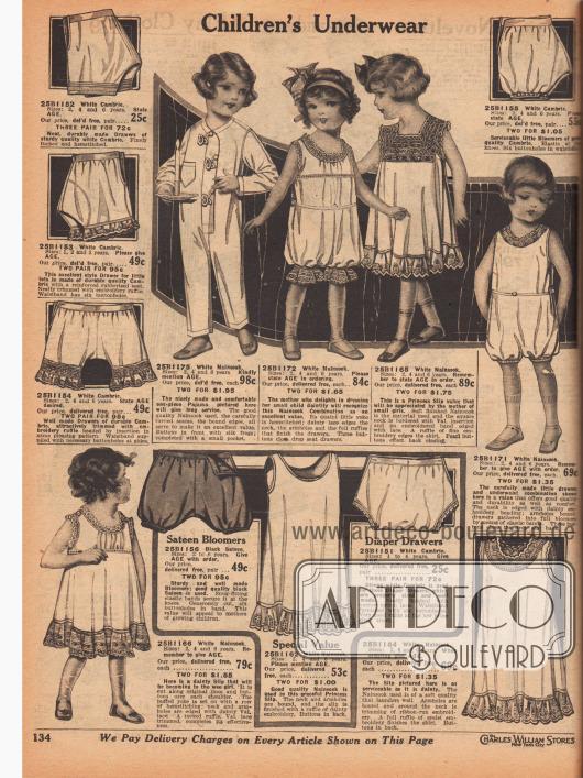 """Unterwäsche für 2 bis 6-jährige Mädchen und Jungen. Die präsentierten Höschen, Schlupfhöschen, Kombinationen und Unterröcke sind aus weißem Cambric (Batist) oder Nainsook (Musselin; lockerer, feinfädiger Stoff aus Baumwolle) oder schwarzem Satin. Spitze, Rüschen, Biesen, Hohlnähte oder elastische Bändchen sind an den einzelnen Modellen zu finden. Oben links ein einteiliger Schlafanzug mit Posamentenverschluss (engl. """"silk frogs"""")."""