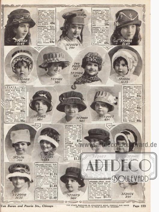 Diese Fotografien zeigen Hütchen, Kappen und Hauben für kleine Mädchen im Alter von zwei bis sechs Jahren. Die Hütchen sind aus Samt und Kord und werden mit kleinen Seidenbändchen und Schleifchen sowie Plüschbesatz verziert.