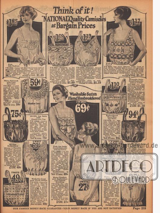 """Camisoles (dt. """"Damenuntertaillen"""") werden über dem Korsett getragen zum Schutz der Überkleidung. Seidenstoffe, Satin, Nainsook (Baumwollstoff) und Spitze finden für die Unterwäsche Verwendung."""