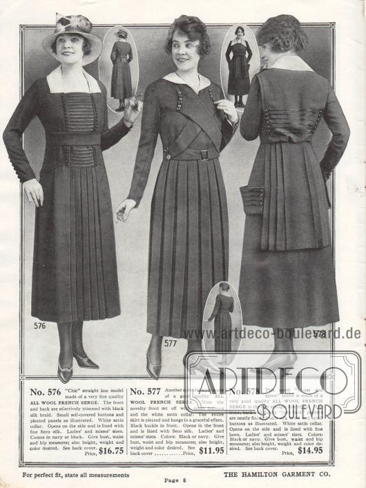 Damenkleider aus französischer Woll-Serge mit plissiertem Rockeinsatz (erstes Kleid) oder einem rundum plissiertem Rock (Mitte). Das erste und das dritte Modell zeigen Tressen aus Seide und Reihen mit Zierknöpfen.